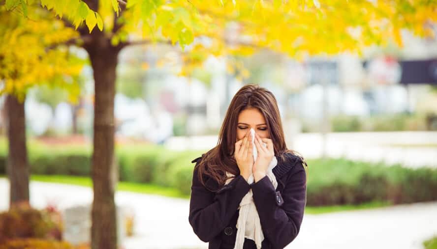 girl sneezing, fall allergies